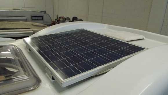 Pannello Solare Danneggiato : Montaggio accessori e riparazione camper milano lavori